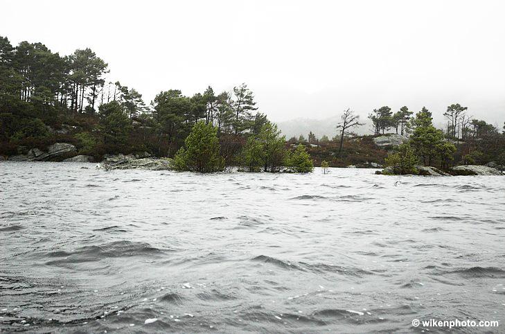 Rylandsvassdraget består av Storavatnet, Bjørndalsvatnet og Rylandsvatnet